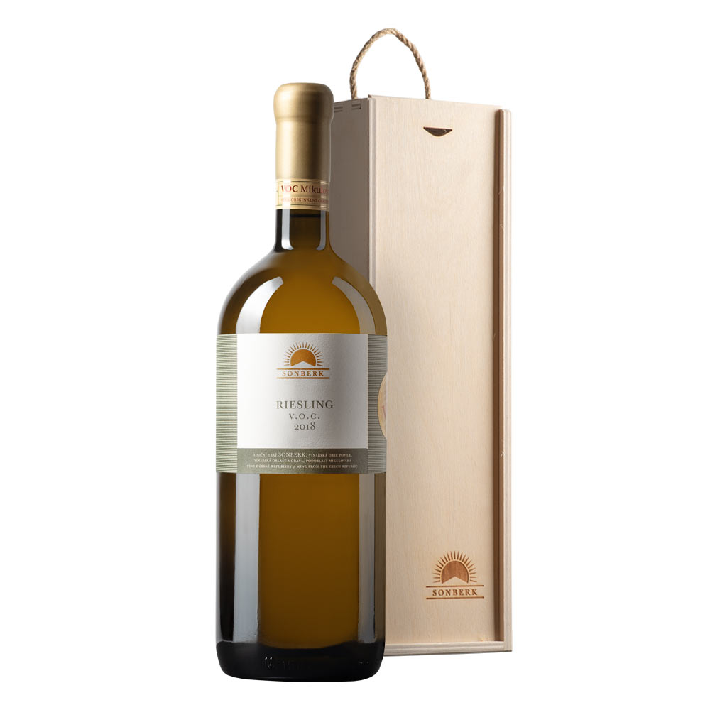 Riesling 2018 VOC in wooden gift box
