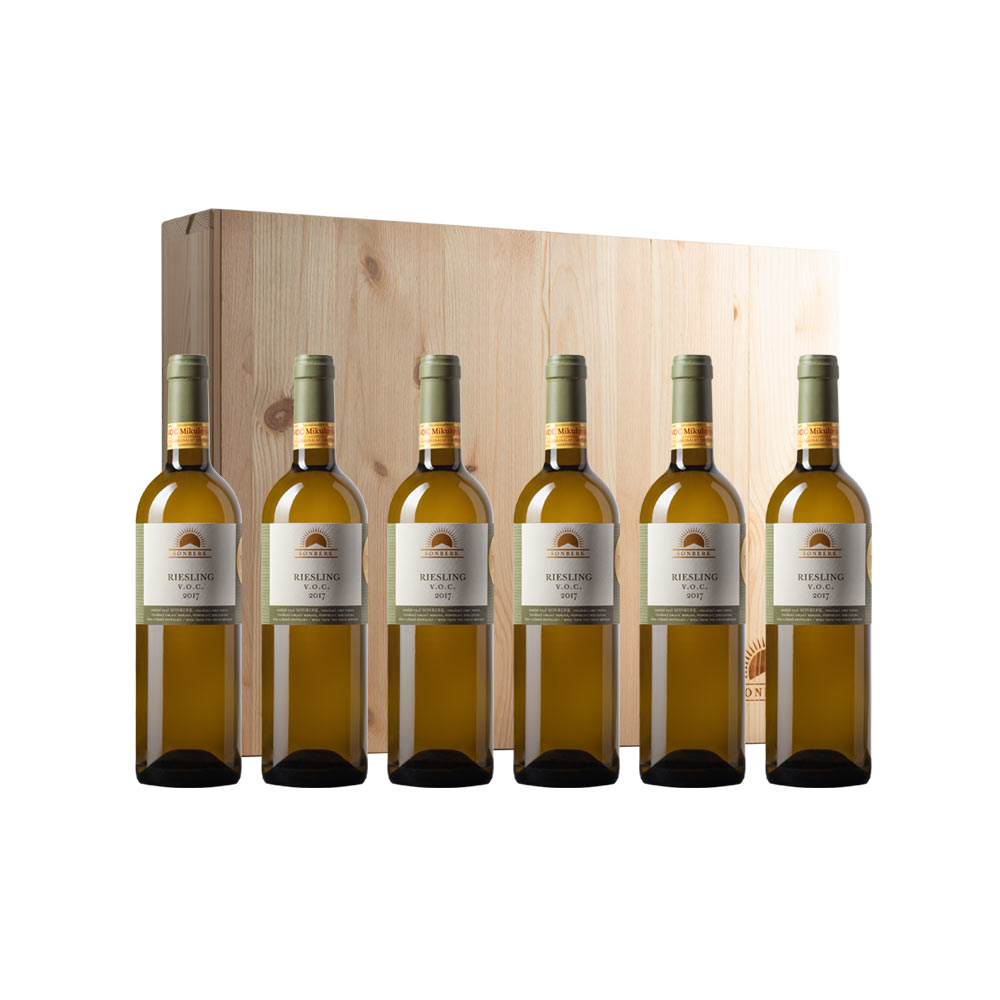 Riesling vertical package in a wooden gift box